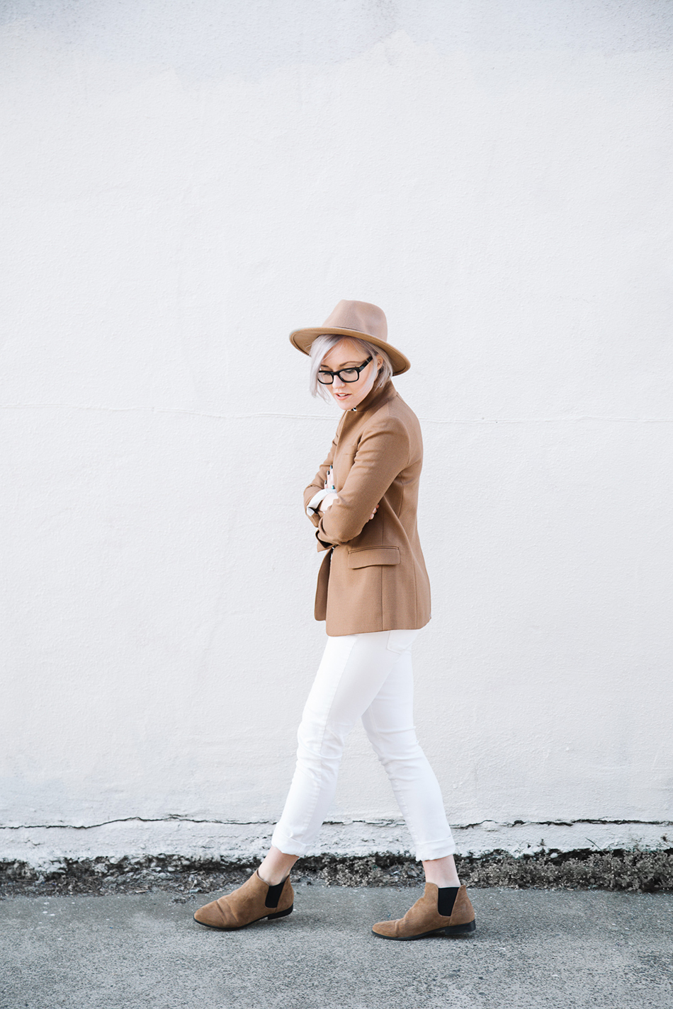 colour_me_classic_camel_white_outfit